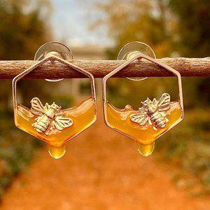 NWT Gold Bee Honeybee Buzz Honey earrings Pierced